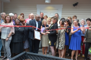 Mayor Pro Tem Van Johnson helps SAFE Shelter Center for Domestic Violence Board and Donors Cut Ribbon on New Youth Enrichment Services Center